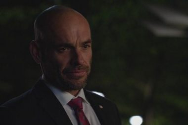 Arrow | Paul Blackthorne estará de volta para última temporada da série